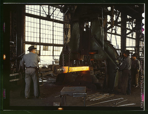 Hammering out a draw bar on the steam drop hammer in the blacksmith shop, Santa Fe R.R. shops, Albuquerque, N[ew] Mex[ico)  (LOC)