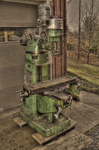 Bridgeport milling machine (constructed in 1948)